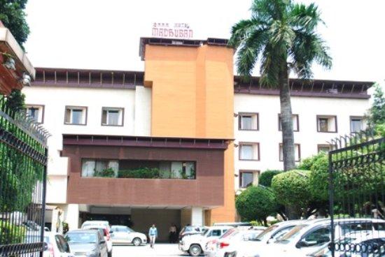 Hotel Madhuban: Main Facade and Entry
