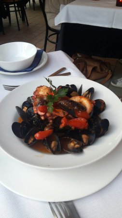 Osio Sopra, Italia: Cortesia e cucina ottima fanno di questo ristorante l'eccellenza.