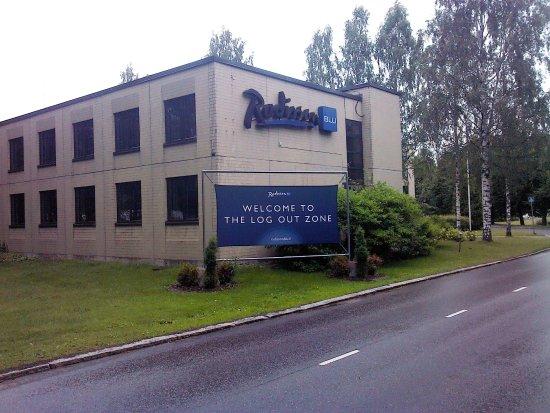 Radisson Blu Hotel, Espoo: Вывеска на въезде на территорию отеля