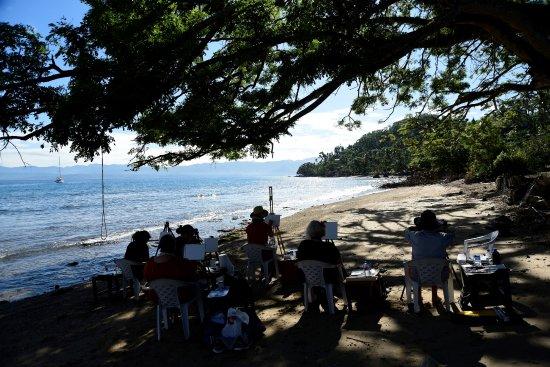 Daku Resort: Painting on the beach