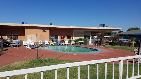 Americas Best Value Inn - Red Bluff : The swimming pool that we didn't use.