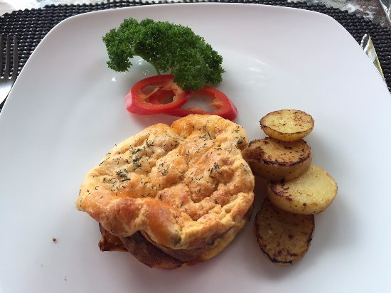 A Lakeview Heights Bed & Breakfast: Cheese souffle