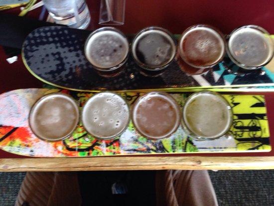 Chet's Bar & Grill: photo0.jpg