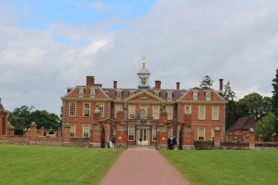 Hanbury Hall : Banbury Hall from the front entrance