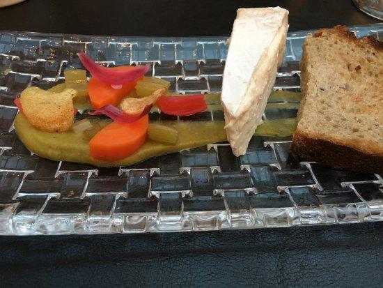 Habay-la-Neuve, Bélgica: Délice de Bourgogne, caviar d'aubergine, légumes en pikels et chips croquants… Ahhh, c'est canai