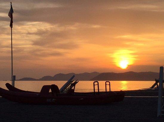 Aperitivo con tramonto picture of bagno fernando marina - Bagno firenze marina di carrara ...