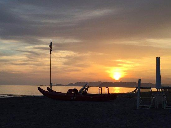 Tramonto picture of bagno fernando marina di massa - Bagno italia marina di massa ...