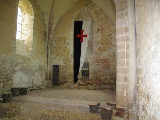 Villiers-en-Desoeuvre, Ranska: la croix templier