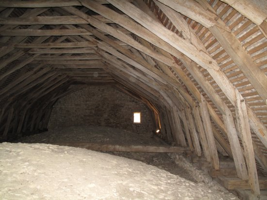 Villiers-en-Desoeuvre, Ranska: Dans le toit de la chapelle
