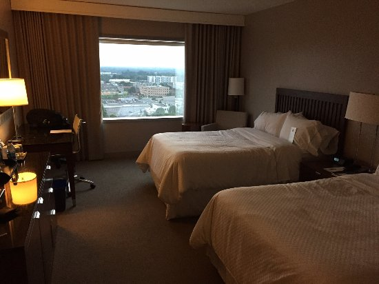 Westin Charlotte: Hotel room with the highway view