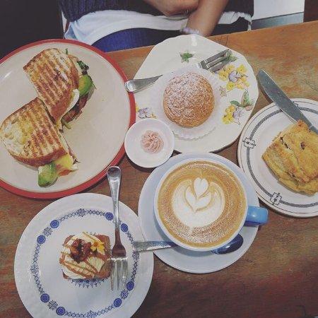 Orewa, New Zealand: Coffee and cake