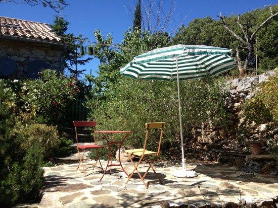 terrasse et jardin méditerranéen - Picture of L\'Oustalou d ...