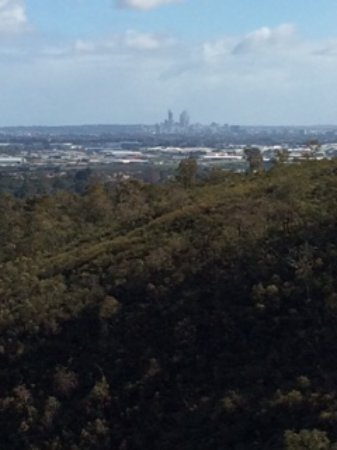 Lesmurdie, Australia: View of Perth city from the falls
