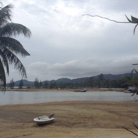 Cyana Beach Resort: Quelques photos de l'endroit, superbe jardin bien entretenu, végétation luxuriante, un très bel