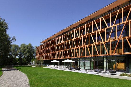 Hotel mit garageneinfahrt bild von bora hotsparesort for Designhotel am bodensee