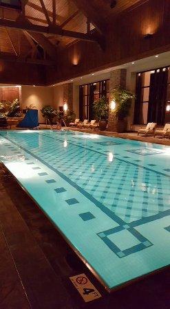 Black Hawk, CO: Night time pool