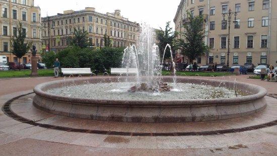 Novo-Manezhny Square