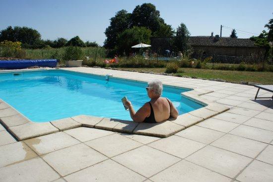 Gournay-Loize, France : dit is vakantie:zon, heerlijk koel water en een goed boek