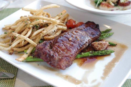 Mariposa: NYステーキ。肉もポテトも冷めていた