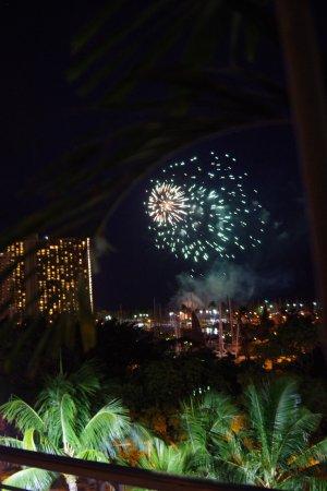 Mariposa: テラスから見たヒルトンの花火(毎週金曜に開催)