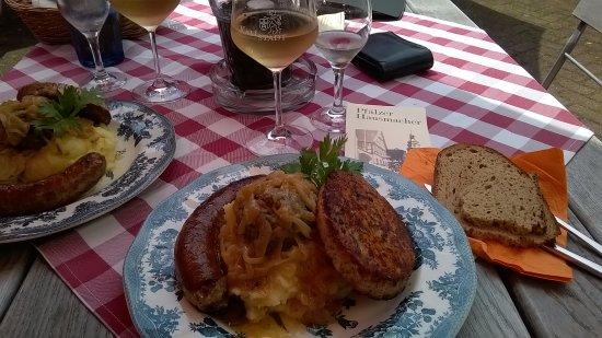 Kallstadt, Duitsland: das regional gericht saumagen bratwurst leberknödel sauerkraut und gutes schwarzbrot