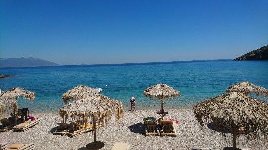 Agrilionas Beach Apartments: Taverna Limnionas