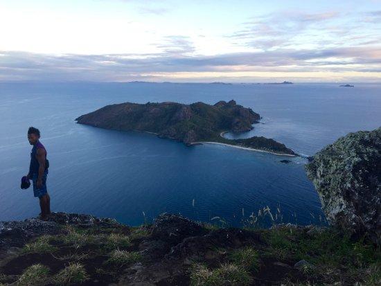 Waya Lailai, ฟิจิ: Summit walk, with Noah