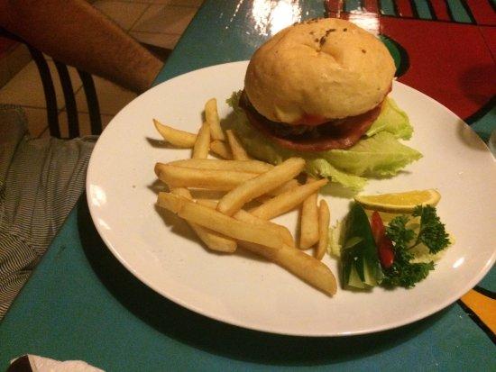 Friends Bar & Restaurant: photo0.jpg