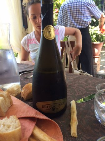 Mango, Italia: bollicine Brusalino