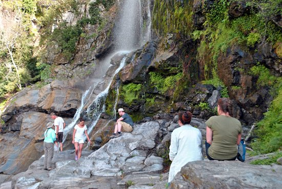 Ikaria, Yunani: Walk by the Raxounia Waterfall