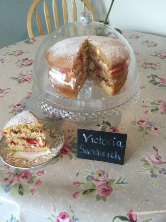 The Cosy Tea Rooms of Elham: Cosy Cakes
