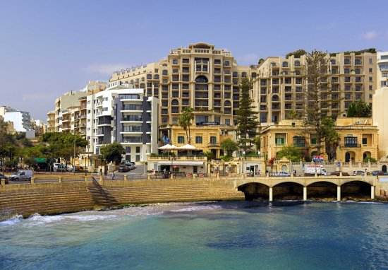 Le Meridien St. Julians: Beachfront
