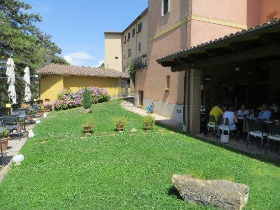 Cerreto di Spoleto, Italia: parte del giardino