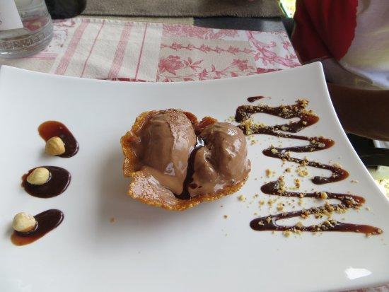 Cerreto di Spoleto, Italia: uno dei loro gelati