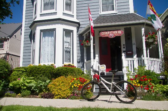 Charlotte's Rose Inn: Take one of our bikes for a ride around town