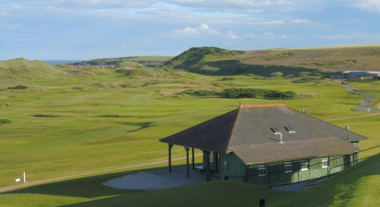 Kilmarnock Arms Hotel: Old clubhouse and links at Cruden Bay