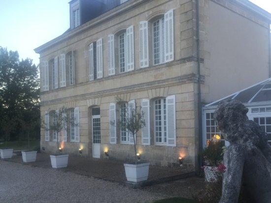 Hotel Chateau Beau Jardin: Medoc-tunnelmaa!