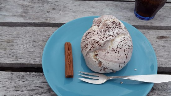 Weston on the Green, UK: Chocolate meringue
