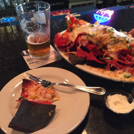 Culver, Ιντιάνα: Steak nachos and Holland craft IPA
