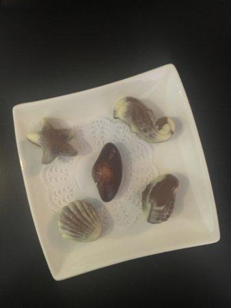 The Hide London: Abbiamo trovato questi buonissimi cioccolatini al nostro arrivo. La colazione è fornita di tutto