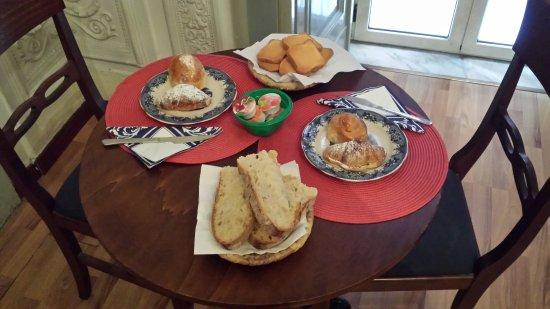 Miseria e Nobilta Bed and Breakfast : Breakfast