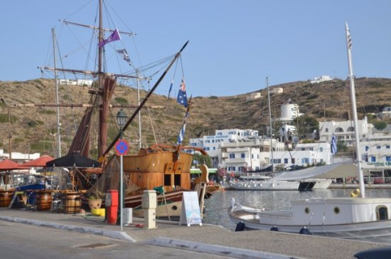 Rita's Rooms: Ios Harbour, walking distance from hotel