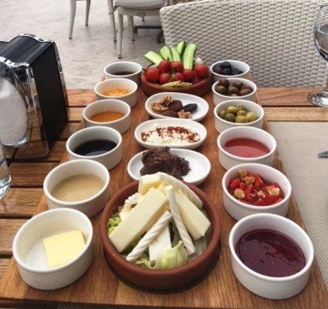 Villa Princess: Breakfast