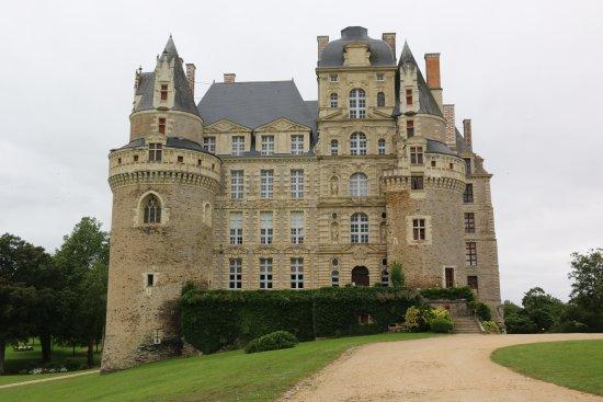 Brissac-Quince, França: Le plus haut château de France.