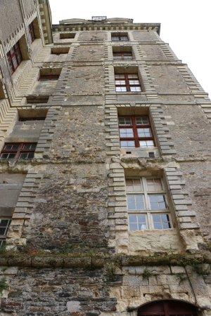 Brissac-Quince, França: On ne visite pas tous les étages.
