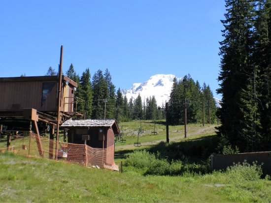 Hood River, Oregón: Chair Lifts to The Ski Area.