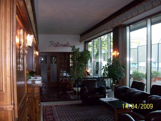 Hotel Cecil: Cómodos sillones en el lugar de recepción, para leer y charlas.