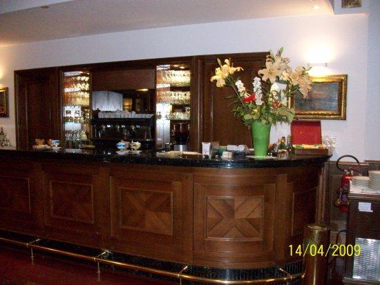 Hotel Cecil: Zona del bar; también con sillones alrededor.