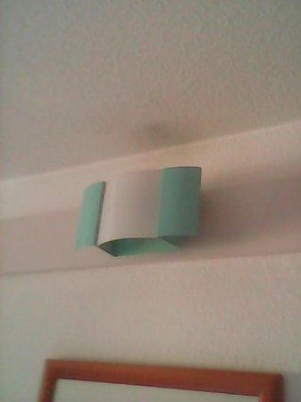 t che au plafond photo de ibis budget archamps porte de gen ve archamps tripadvisor. Black Bedroom Furniture Sets. Home Design Ideas