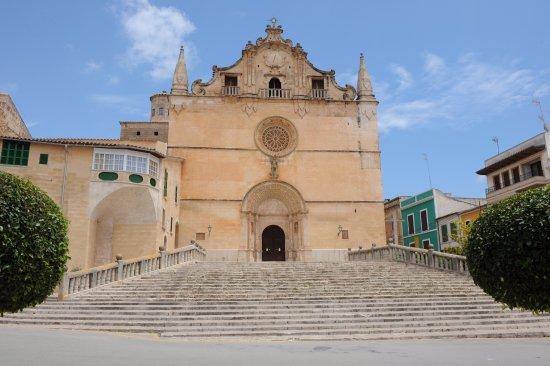 Felanitx, Spain: главный фасад храма
